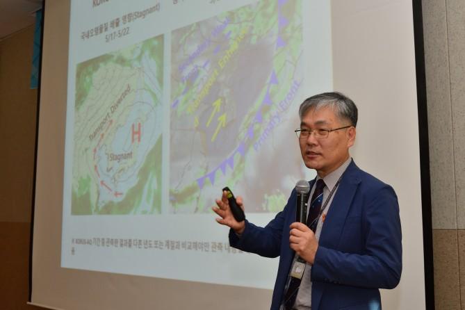 '한국과학기자협회-KIST 미세먼지사업단 세미나'에서 발표 중인 배귀남 단장. - KIST 제공